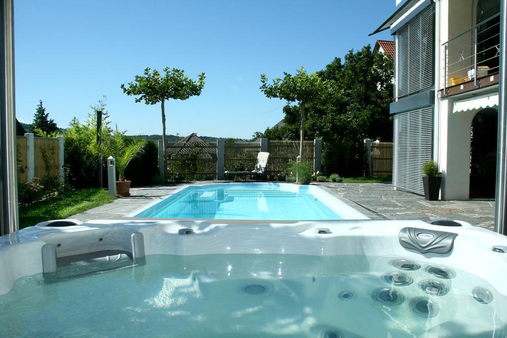 Referenzen wellness pool whirlpool mitterhofer - Gartengestaltung mit whirlpool ...